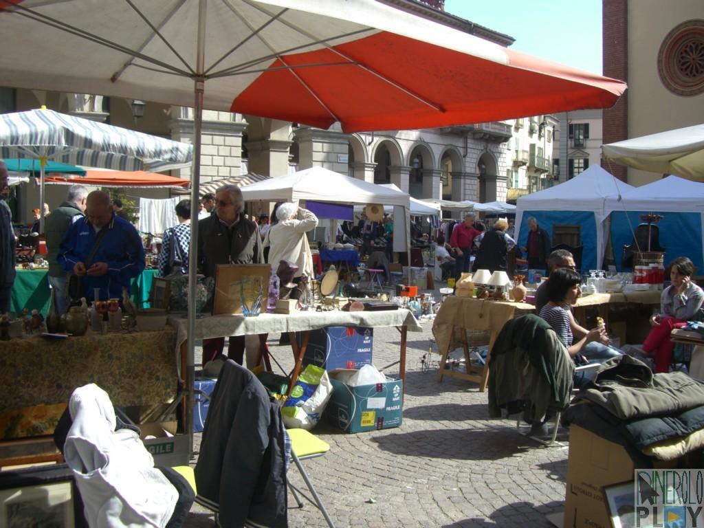 Doppio mercatino a pinerolo domenica 4 maggio for Mercatini antiquariato 4 domenica